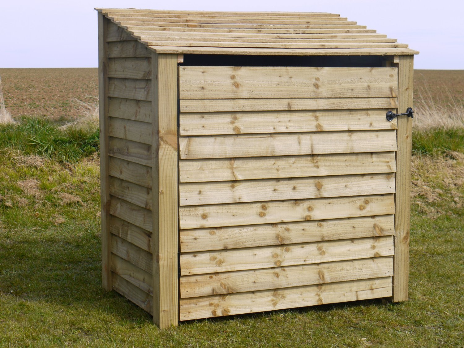 Single 4, Log Store with Door